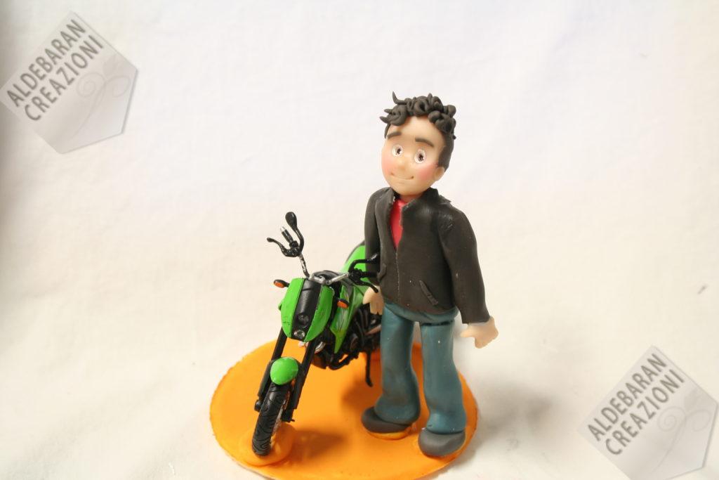 cake topper ragazzo con moto