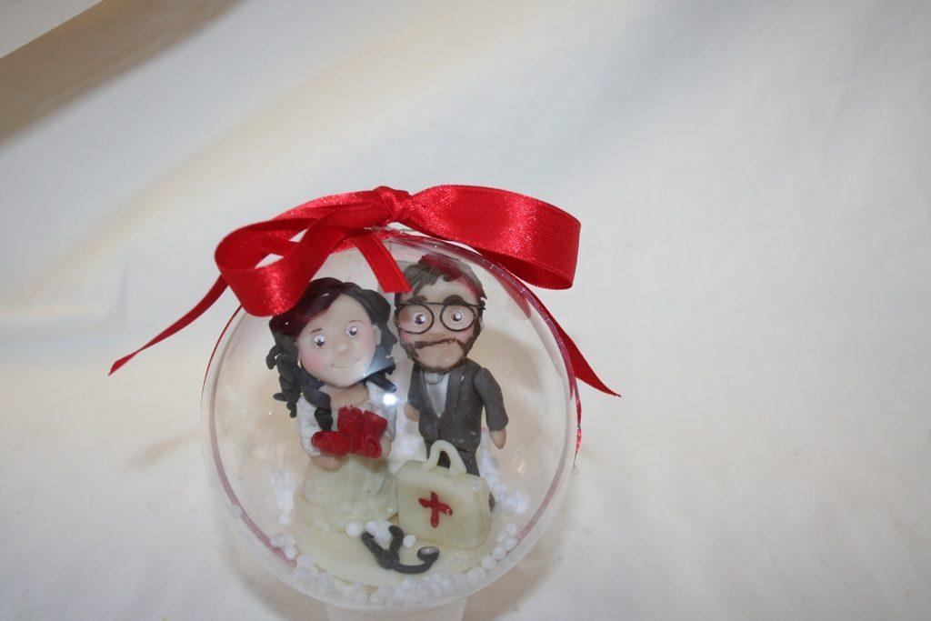 palla natale con sposi