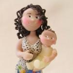 Statuina personalizzata per madrina e padrino con il vostro bimbo in braccio