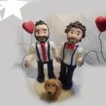cake topper sposi unioni civili con cane e palloncino. Fatto a mano, su vostre indicazioni